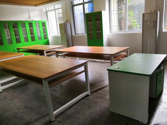 板式办公家具VS油漆办公家具的区别