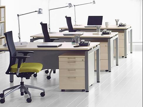 办公家具定制和成品办公家具的优缺点  [智兴家具]