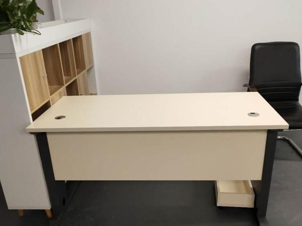 如何给板式办公家具进行整体搭配?