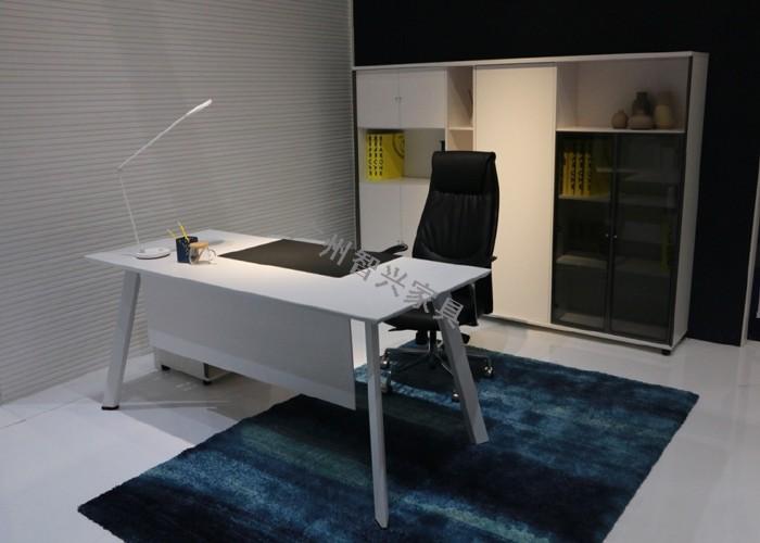 板式办公桌的选购标准 —广州智兴家具