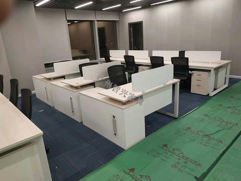 """秋天干燥,板式办公家具要怎么""""保湿""""? -广州智兴家具"""
