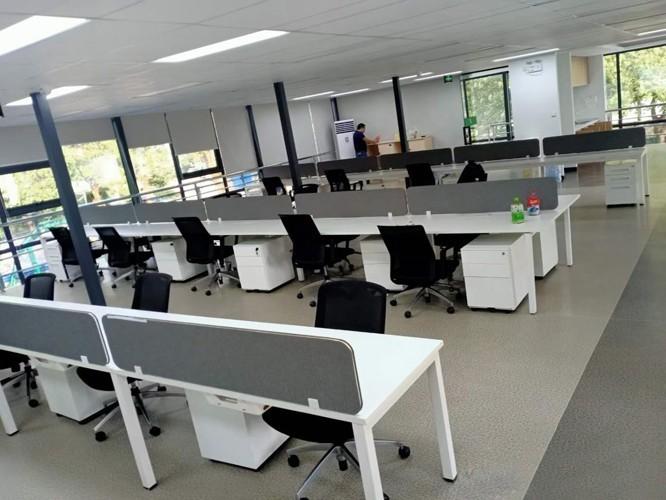 现代常用的办公桌有哪些类型?[智兴家具]